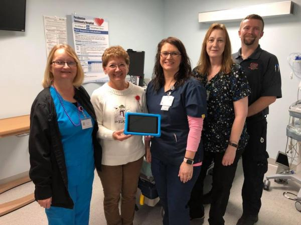 Auxiliary Donates Kindle to ER Department